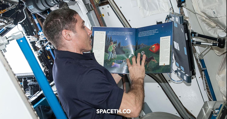 โครงการสุดน่ารัก เมื่อนักบินอวกาศอ่านหนังสือให้เด็ก ๆ ฟังจากอวกาศ